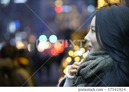 서울 명동 밤거리 37542924