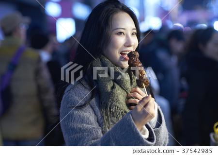 서울 명동 밤거리 37542985