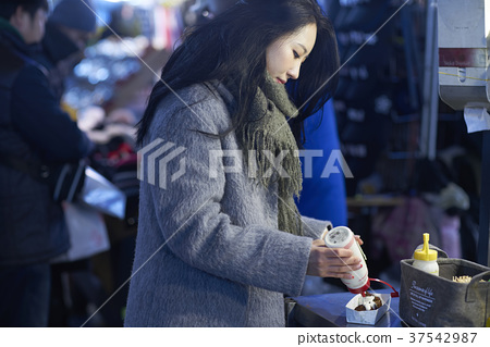 서울 명동 밤거리 37542987