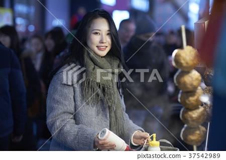 서울 명동 밤거리 37542989