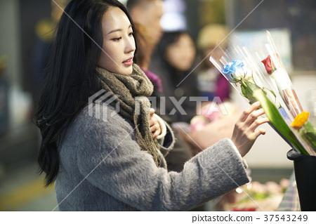 서울 명동 밤거리 37543249