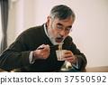 老人吃蕎麥麵 37550592
