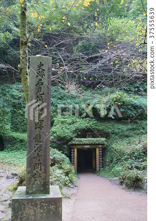 Iwami Ginzan Long Source Temple Entrance 37555639