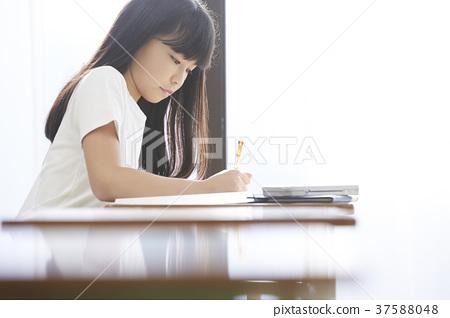 一個年輕成年女性 女生 女 37588048