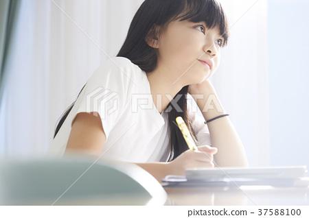 小學生教室女孩 37588100