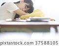 เด็กนักเรียนหลังเลิกเรียนในห้องเรียน 37588105