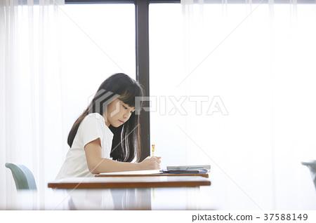 小學生教室女孩 37588149