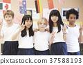 国际学校同学肖像 37588193