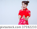 Asian woman holding red envelope, 37592233