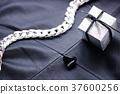 선물 모노크롬 37600256