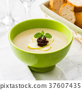 Cream soup with apple 37607435