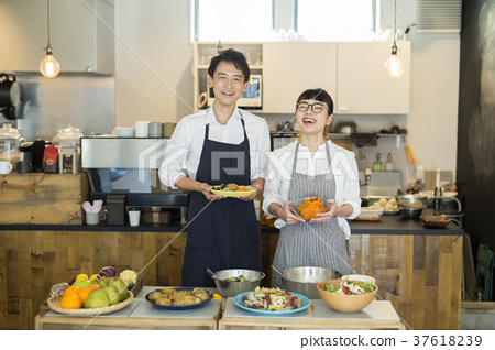 嫁給了一家咖啡館的食品企業 37618239