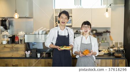 嫁給了一家咖啡館的食品企業 37618296