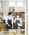 賣午餐盒食物事務的已婚夫婦 37618704