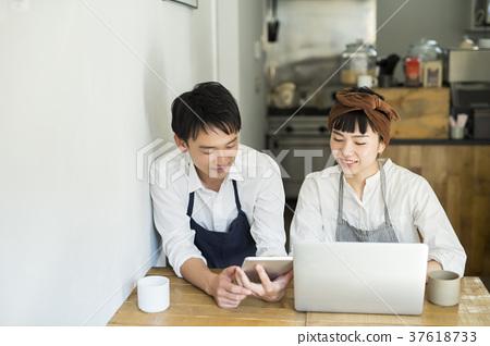 嫁给了一家咖啡馆的食品企业 37618733