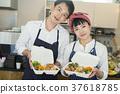 賣午餐盒食物事務的已婚夫婦 37618785