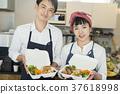 賣午餐盒食物事務的已婚夫婦 37618998
