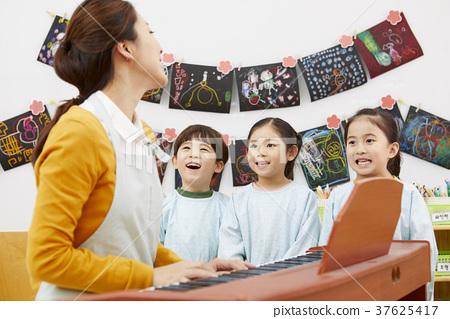幼兒園,幼兒園,兒童,老師,韓語 37625417