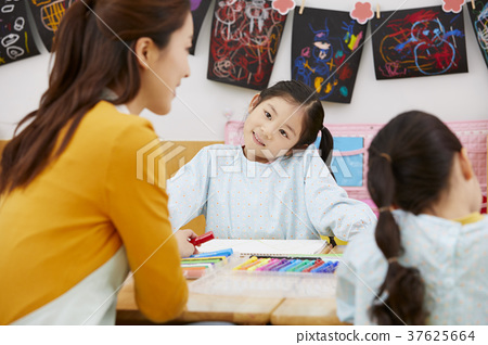 유치원,유치원생,어린이,선생님,한국인 37625664