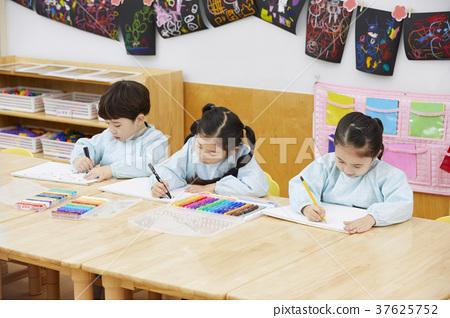 어린이,유치원생,유치원,한국인 37625752