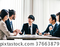商業場景日本人和外國人 37663879