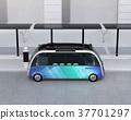 自助班车在巴士站停靠,配有太阳能电池板。节能运输概念 37701297