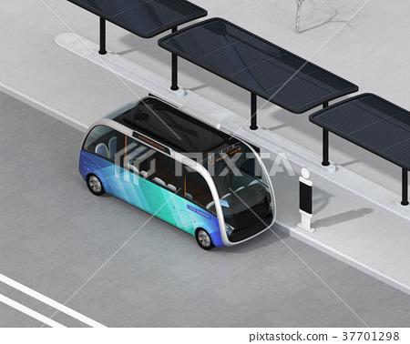 停放在配有太阳能电池板的公共汽车站的自动穿梭巴士的等距图像 37701298