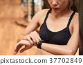 Setting her smart watch 37702849