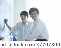 学生们学习 37707800