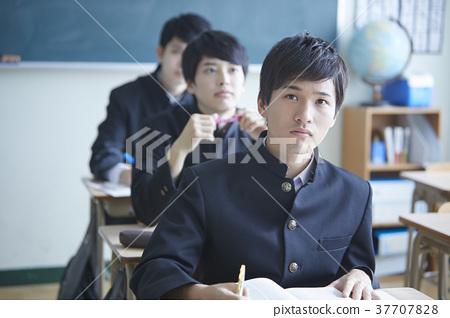 學生們學習 37707828