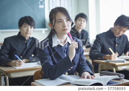学生们学习 37708093