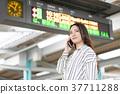 여성, 여자, 역 구내 37711288