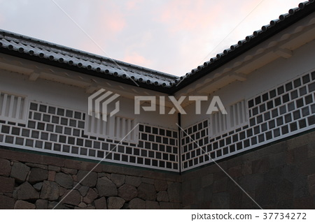 Ishikawa Gate and the sky at dusk 37734272
