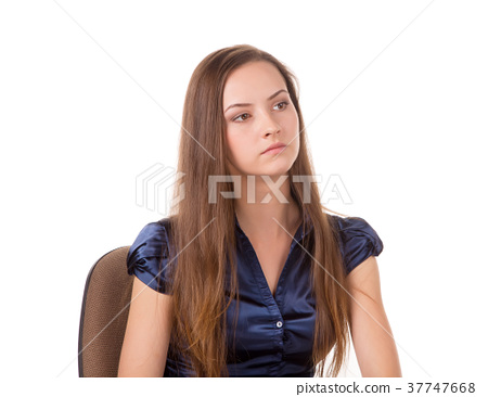 Headshot of a brown hair lady. 37747668