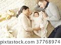 國際婚姻親子寶寶躺著 37768974
