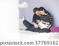 父母在孩子的房間裡愛嬰兒 37769162