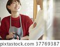 已婚夫妇在厨房里 37769387