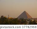 기자의 거리에서 보는 석양의 피라미드 37782968