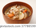 Miso soup with pork and vegetables 37786599