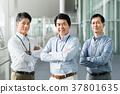 中间的商人 37801635