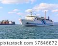 하카타 항을 항해하는 페리와 대안의 공장 지대 후쿠오카시 하카타 구 37846672