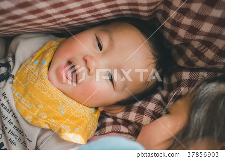 females, baby, infant 37856903