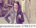 girl young hood 37863374