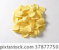 Salted potato crisps 37877750