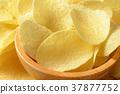 Salted potato crisps 37877752