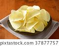 Salted potato crisps 37877757