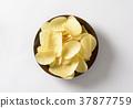 Salted potato crisps 37877759