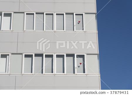 빌딩의 창문 삼각형 소방대 진입구 비상 진입구 건축 기준법 37879431