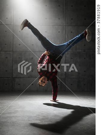 Dancer posing in studio 37881919