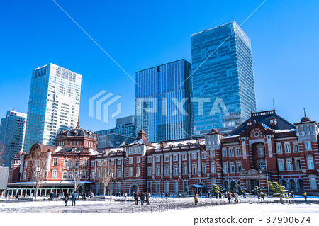 《Tokyo》Tokyo station the day after heavy snowfall 37900674